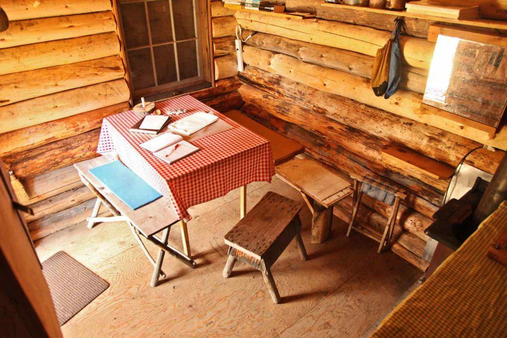 mountain-cabins.canada-3